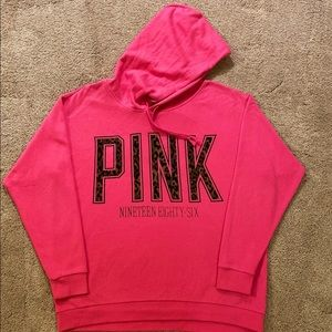 vs PINK GAME DAY HOODIE LIKE NEW LARGE